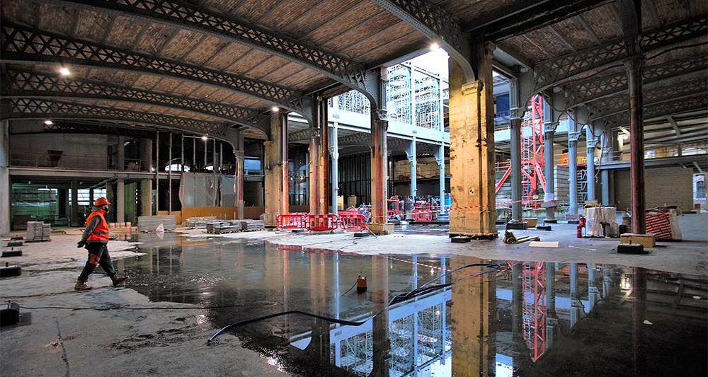 « Nous avons tenu à révéler le patrimoine, les charpentes, et les grands portiques métalliques », indique Dominique Perrault, l'architecte chargé de la rénovation de la poste du Louvre. - Elise Robaglia