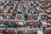 Si les femmes posent si peu de questions dans les séminaires scientifiques, c'est qu'elles savent déjà tout?