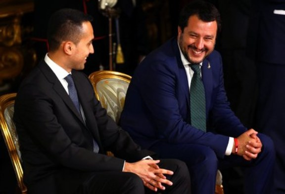 Italie : le gouvernement M5S-Ligue anti-immigration et eurosceptique a été investi