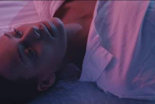 """Musique: Melissa Bon sort le clip de """"Nomad"""""""