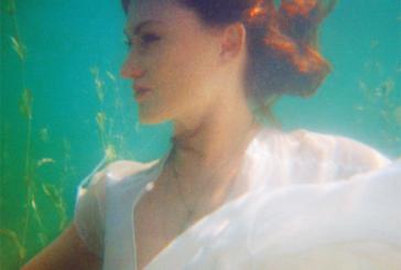 JuneCocóva dévoiler deux albums:Fantasies & Fine Lines et Métamorphoses